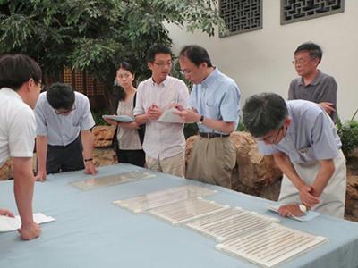 上海博物館における実見の様子