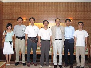 写真2 湖南省博物館VIP室(中央が陳松長氏)