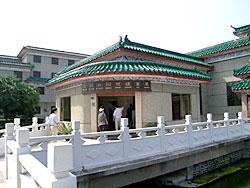 写真18 荊州鳳凰山一六八号漢墓展