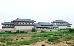 写真7 景帝陵の南闕門