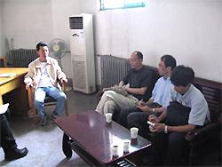 写真19 張亜★(火+韋)副館長との会談